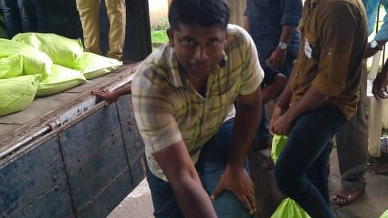 #GoodNews: IAS Officer Gets Down in Trenches to Help Flood Victims