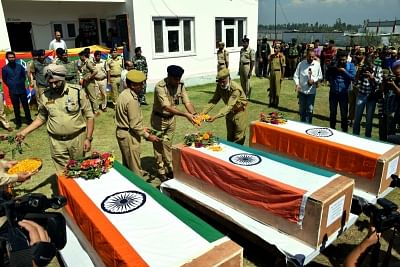Militants abduct, kill three policemen in Kashmir