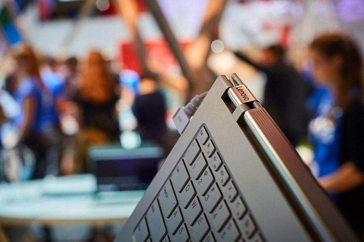 The Sound Bar Hinge on the Lenovo Yoga C930