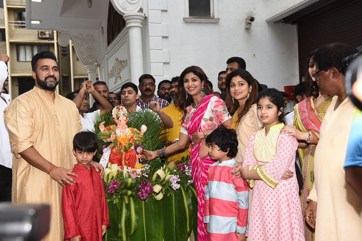 Shilpa Shetty and Raj Kundra with their family during Ganpati visarjan.