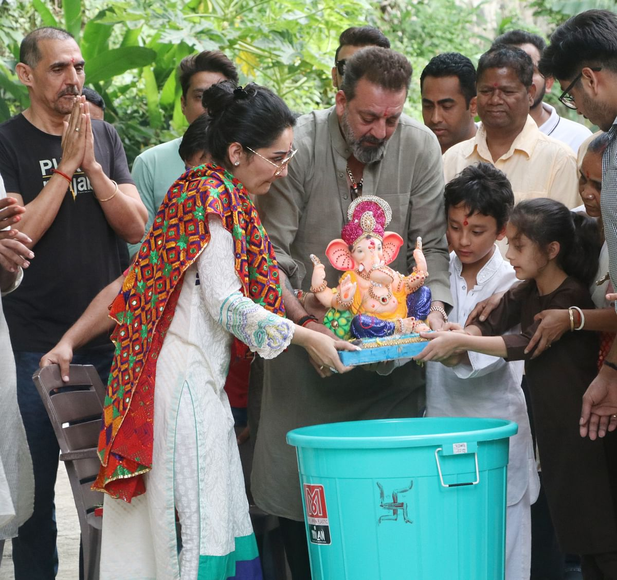 Sanjay Dutt and family during Ganpati visarjan.