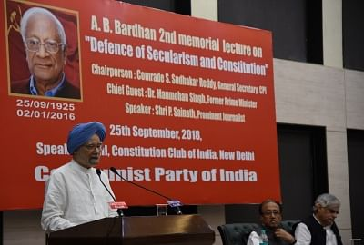 """New Delhi: Former Prime Minister Manmohan Singh addresses during A.B. Bardhan 2nd memorial lecture on """" Defence of Secularism and Constitution"""", in New Delhi on Sept 25, 2018. (Photo: IANS)"""