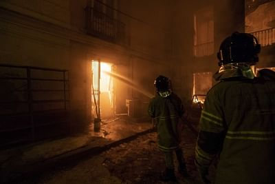 RIO DE JANEIRO, Sept. 3, 2018 (Xinhua) -- Firefighters try to put out a fire at the National Museum of Brazil in Rio de Janeiro, Brazil, Sept. 2, 2018. A massive fire on late Sunday raced through Brazil