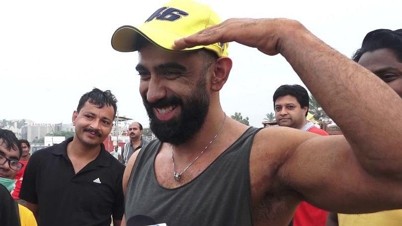 Watch: Amit Sadh Joins Juhu Beach Clean-Up Drive Post Visarjan