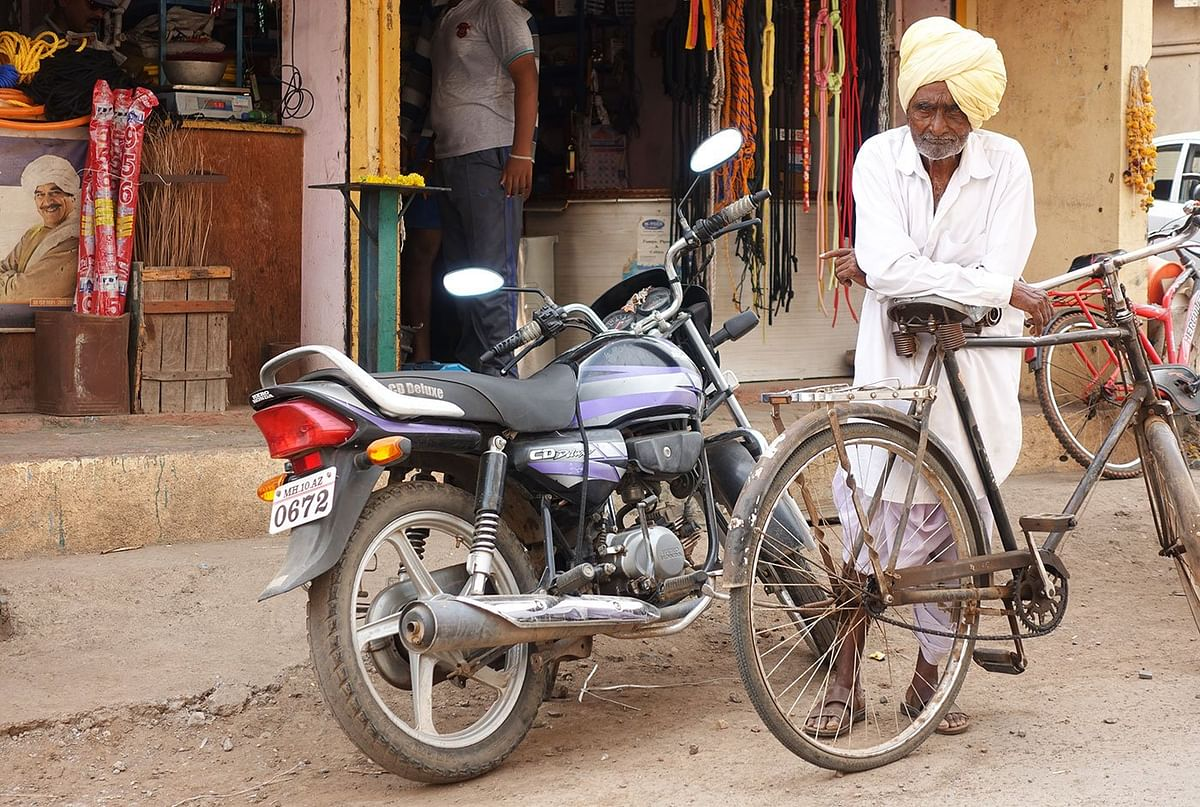 'The cycle was a novelty in our times', says Ganpati Yadav. There were long discussions in the village on this fascinating new technology.