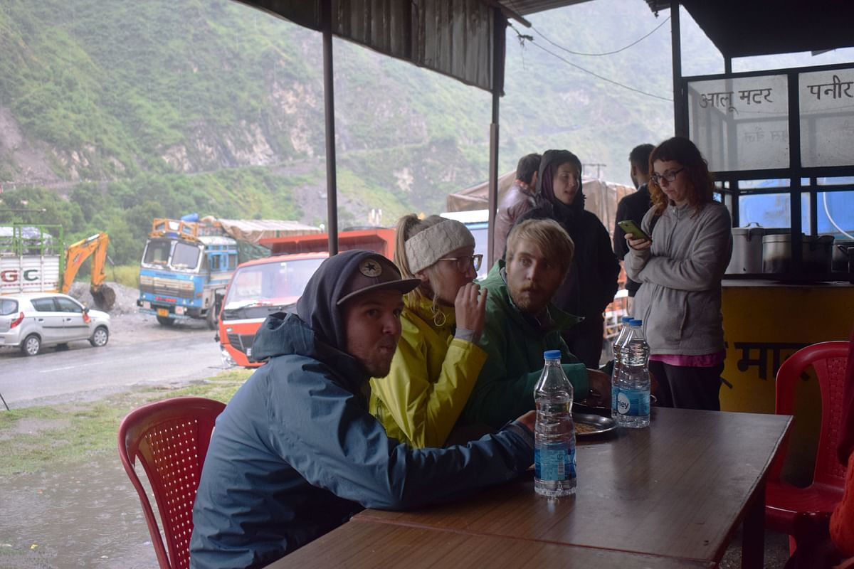 I, along with around 200 tourists, was stranded for around 20 hours between Kullu and Mandi.