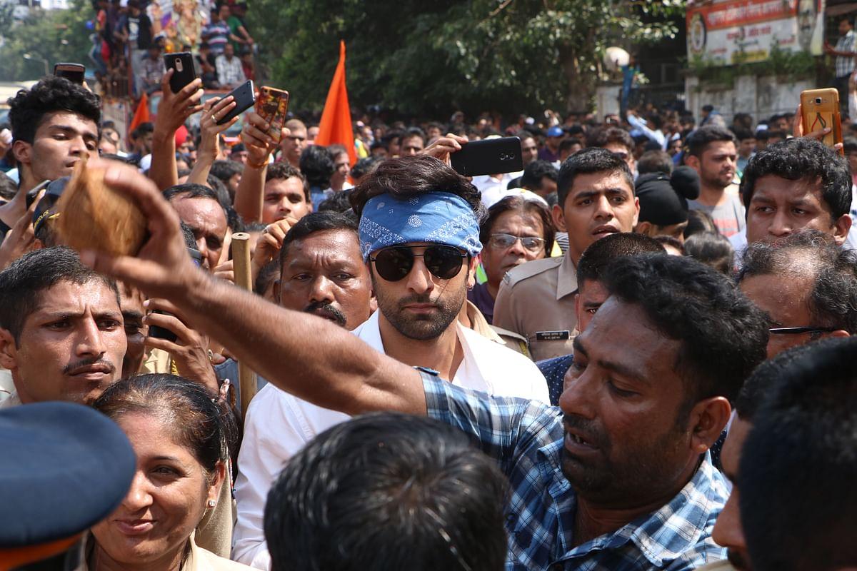 Ranbir Kapoor seen her amidst the crowd.