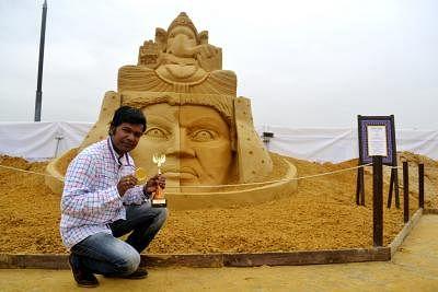 Sand artist Sudarsan Pattnaik. (Photo: IANS)