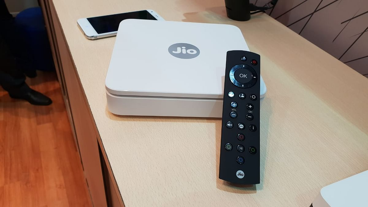 The internet-enabled set top box gets voice-supported remote.