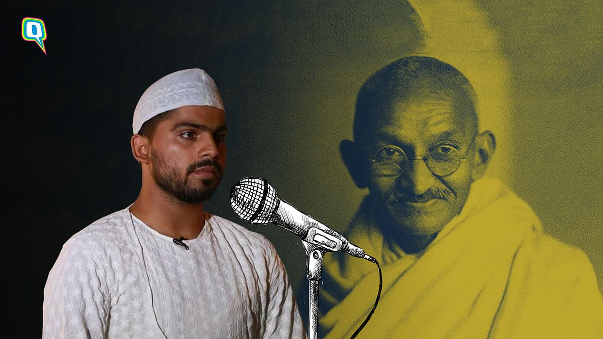 A Dastango tells the tale of Mahatma Gandhi's return to India.