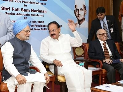 New Delhi: Vice President M. Venkaiah Naidu, Former Prime Minister Manmohan Singh and senior Supreme Court lawyer and Jurist Fali S. Nariman during 19th Lal Bahadur Shastri National Award for Excellence 2018 in New Delhi, on Oct 22, 2018. (Photo: Amlan Paliwal/IANS)