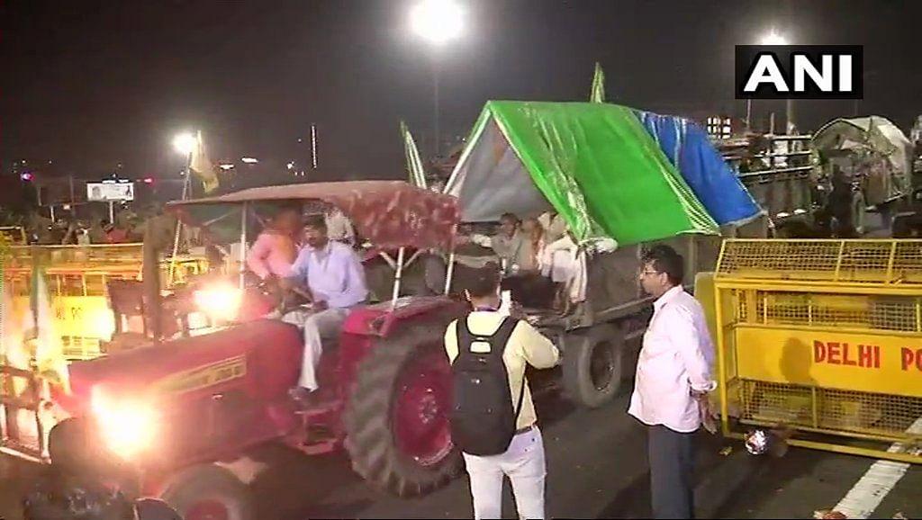 Visuals from the Delhi - UP border.