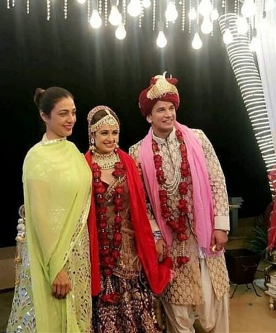 Tabu, who has worked with Yuvika, visits the couple to give her blessings.