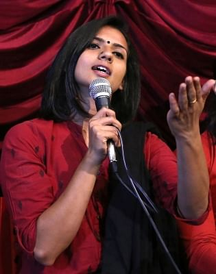 Bengaluru: Actress Sruthi Hariharan addresses a press conference, in Bengaluru on Oct 21, 2018. Hariharan on Saturday accused multilingual south Indian actor Arjun Sarja of sexually harassing her on the sets of a film in 2016. However, Sarja dismissed the claim. (Photo: IANS)