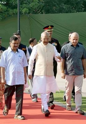 New Delhi: President Ram Nath Kovind along with Delhi Chief Minister Arvind Kejriwal and Deputy Chief Minister Manish Sisodia arrives at Rajghat to pay tribute to Mahatma Gandhi on Gandhi Jayanti in New Delhi, on Oct 2, 2018. (Photo: IANS/RB)