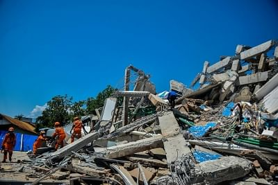 PALU, Oct. 1, 2018 (Xinhua) -- Rescue members work at a collapsed hotel in Palu, Central Sulawesi, Indonesia, on Oct. 1, 2018. Over 1,203 people were killed in Palu, Donggala district, Parigi Mountong district and North Mamuju district, according to the Disaster Management Institute of Indonesia, Care for Humanity and the Humanity Data Center. (Xinhua/Iqbal Lubis/IANS)