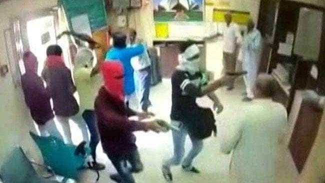2 Held After 6 Armed Men Loot Delhi Bank of 3 Lakhs, Shoot Cashier