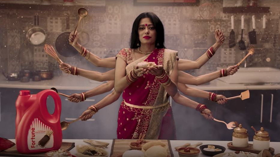 Fortune Foods ad showing meat served during Navratri has angered Hindu groups. Their apology in response has upset Bengalis.