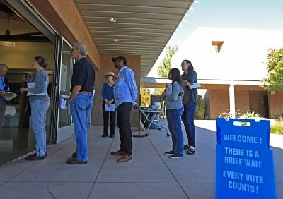 LOS ANGELES, Nov. 7, 2018 (Xinhua) -- Voters queue to cast their ballots in Orange County, California, Nov. 6, 2018. The U.S. Republican Party on Tuesday managed to maintain a Senate majority in the 2018 midterm elections, according to projections from multiple U.S. news outlets. (Xinhua/Li Ying/IANS)