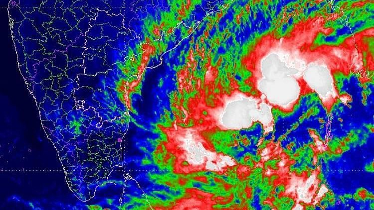 According to the latest update, the cyclone lies 580 km east of Chennai and 680 km northeast of Nagapattinam.