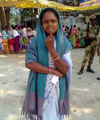 Dantewada: A lady shows her finger marked with phosphoric ink after casting her vote during the 1st phase of Chhattisgarh Assembly Election at a polling booth at Ronje Panchayat, Dantewada on Nov 12, 2018. (Photo: IANS/PIB)