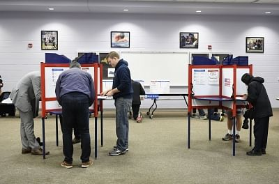 ARLINGTON, Nov. 6, 2018 (Xinhua) -- People vote during the U.S. Midterm Elections at a polling place in Arlington, Virginia, the United States, Nov. 6, 2018. (Xinhua/Liu Jie/IANS)