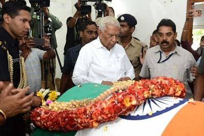 Bengaluru: Karnataka Governor Vajubhai Vala pays his last respects to Union Parliamentary Affairs Minister Ananth Kumar who passed away at a private hospital due to multiple organ failure, at his residence and home-office at Basavangudi in Bengaluru on Nov 12, 2018. (Photo: IANS)