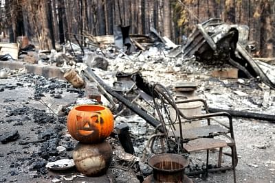 PARADISE, Nov. 20, 2018 (Xinhua) -- Photo taken on Nov. 19, 2018 shows the wreckage in the site where the wildfire engulfed in Paradise of Butte County, California, the United States. The death toll from the massive wildfire in Northern California has climbed to 79, according to authorities. (Xinhua/Wu Xiaoling/IANS)