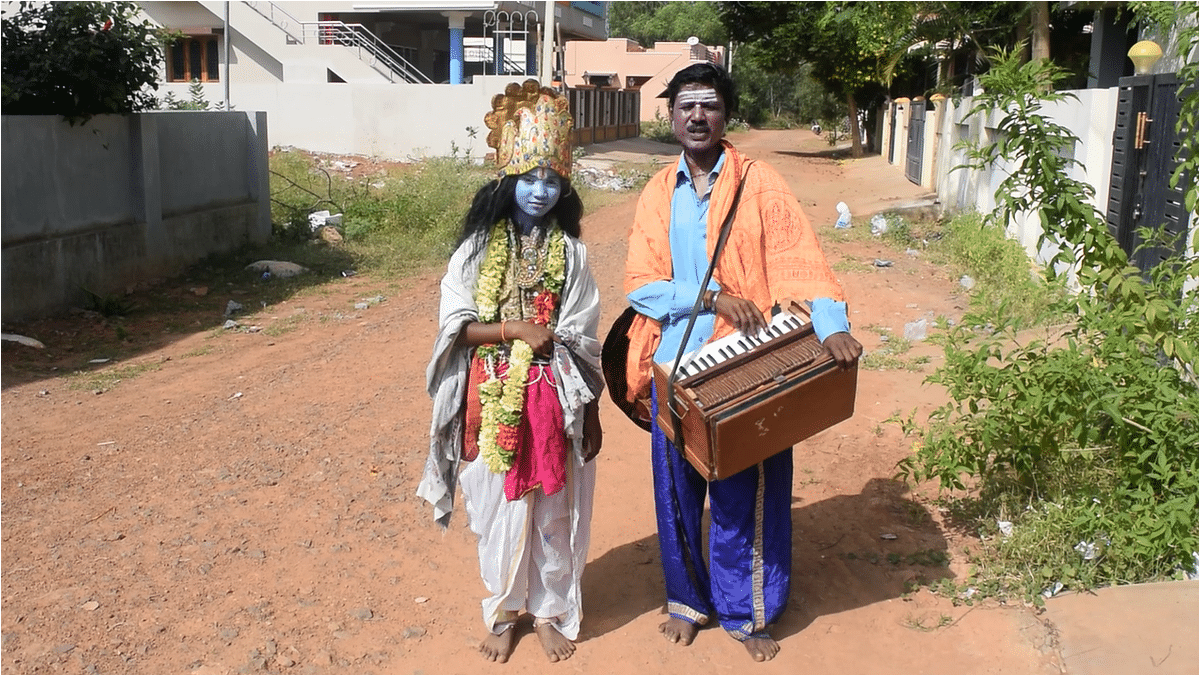 I met another father-son duo in the streets of Thanjavur.