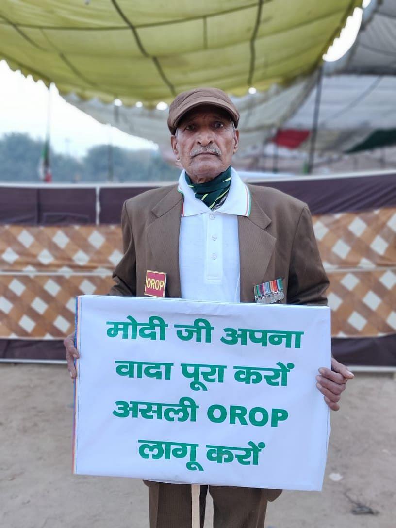 Hawaldar Raghubir Singh from Mahendragarh district was protesting at the Ramlila Maidan.