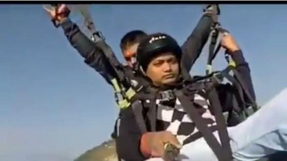 Paragliding Pilot Dies Saving Passenger After Parachute Snaps