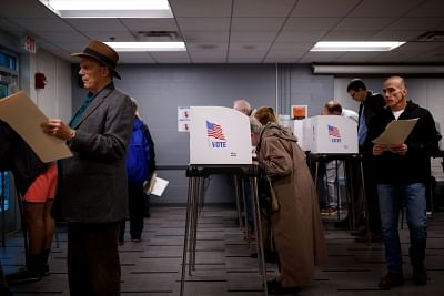 WASHINGTON, Nov. 7, 2018 (Xinhua) -- People vote during the midterm elections at a polling station in Bethesda, Maryland, Nov. 6, 2018. The U.S. Republican Party on Tuesday managed to maintain a Senate majority in the 2018 midterm elections, according to projections from multiple U.S. news outlets. (Xinhua/Ting Shen/IANS)