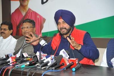 Raipur: Punjab Minister and Congress leader Navjot Singh Sidhu addresses a press conference at Rajiv Bhawan in Raipur on Nov 17, 2018. (Photo: IANS)