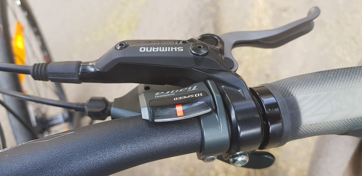 The rear shifter does not show the gear number.