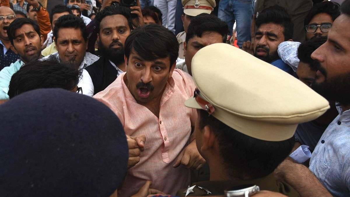 Delhi BJP chief Manoj Tiwari argues with the police during a scuffle with Aam Aadmi Party (AAP) workers at the inauguration of the Signature Bridge over Yamuna river, in New Delhi on 4 November, 2018.