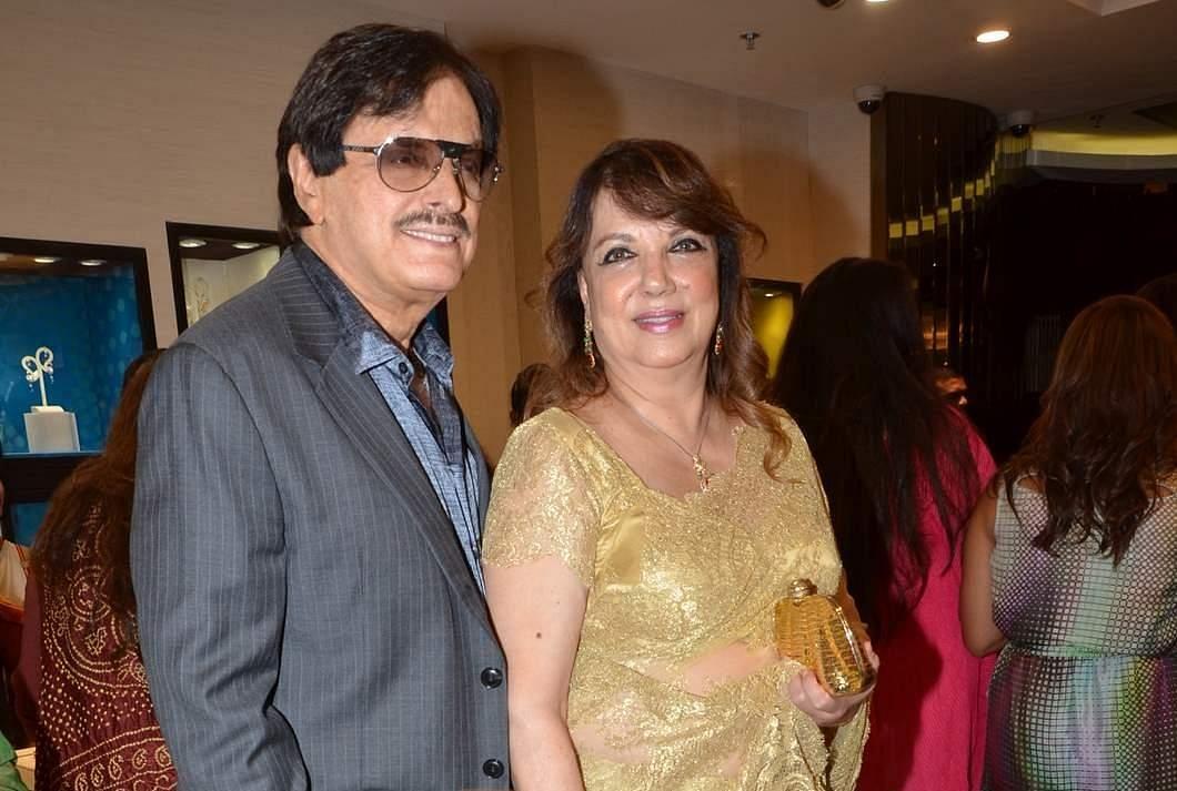 Sanjay Khan with wife Zarine Khan.