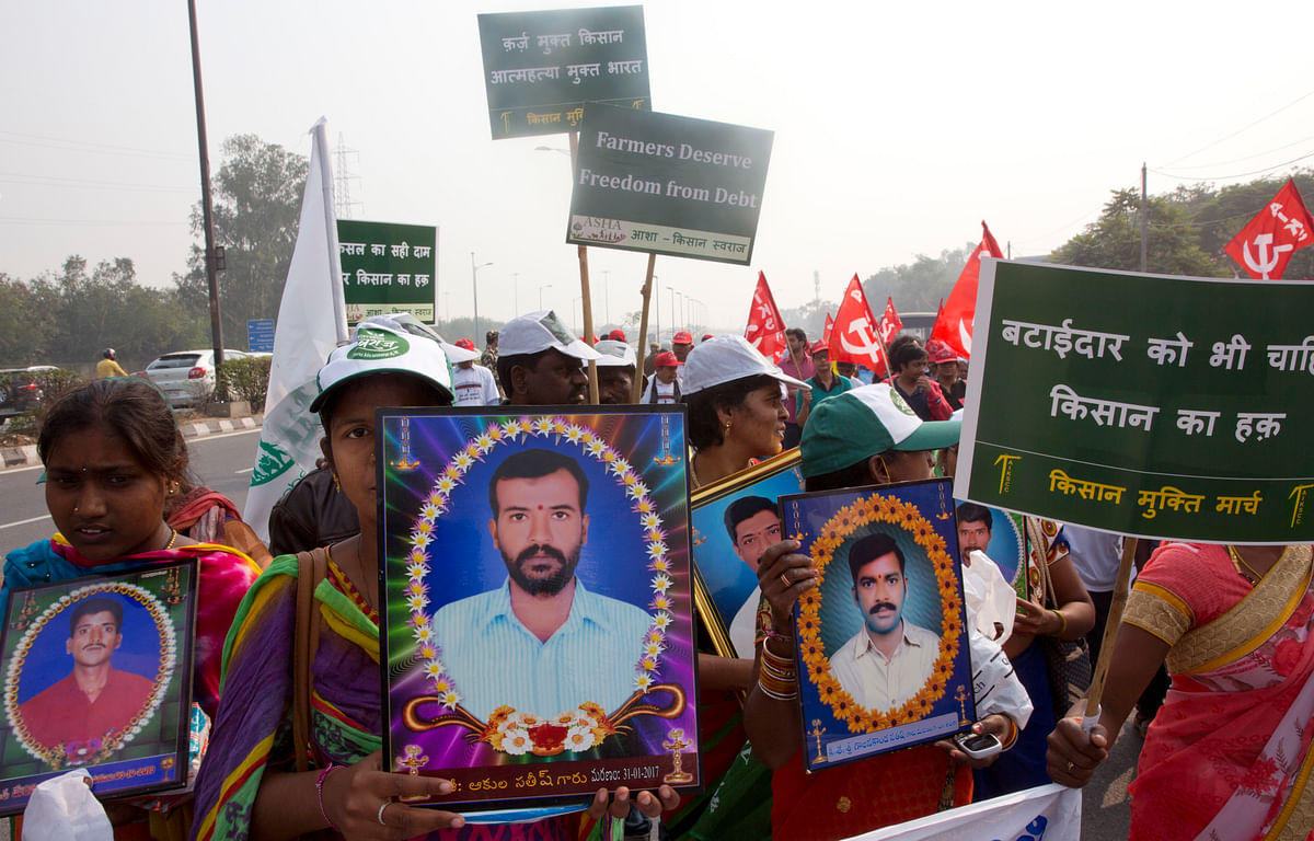 Govt Only Favours Industrialists: Rahul, Kejriwal at Kisan Rally