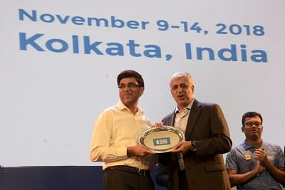 Kolkata: Indian chess Grandmaster Viswanathan Anand receives the champions trophy for blitz chess at Tata Steel Chess India 2018 in Kolkata on Nov 14, 2018. (Photo: IANS)