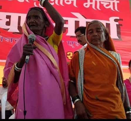 Jijabai (L) in pink saree.