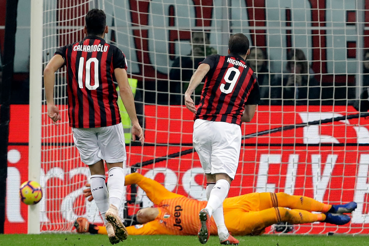 AC Milan forward Gonzalo Higuain (No. 9) misses a penalty against former club Juventus