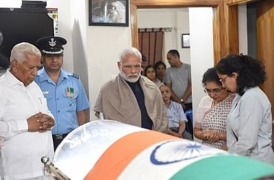 Bengaluru: Prime Minister Narendra Modi pays his last respects to Union Parliamentary Affairs Minister Ananth Kumar who passed away at a private hospital due to multiple organ failure, at his residence and home-office at Basavangudi in Bengaluru on Nov 12, 2018. (Photo: IANS)