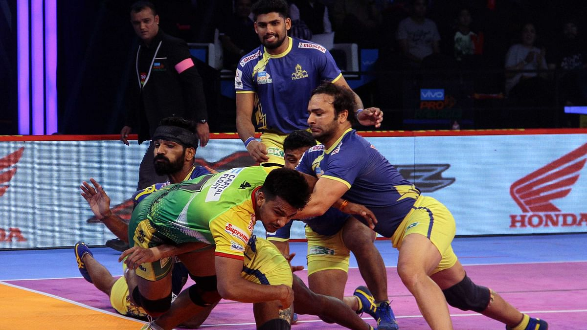 Deepak's two-point raid in the 20th minute meant that Patna Pirates led 16-13 at the break.