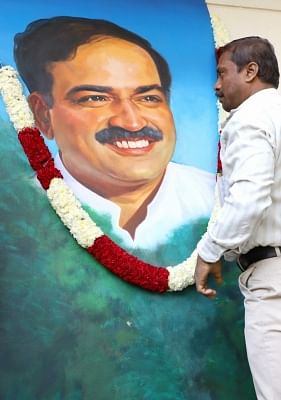 Bengaluru: A man garlands the portrait of Union Parliamentary Affairs Minister Ananth Kumar who passed away at a private hospital due to multiple organ failure; as he pays his last respects, in Bengaluru on Nov 12, 2018. (Photo: IANS)