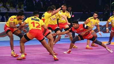 Kochi: Players in action during a Pro Kabaddi League 2018 match between Bengaluru Bulls and Gujarat Fortunegiants at the Rajiv Gandhi Indoor Stadium in Kochi on Dec 31, 2018. (Photo: IANS)