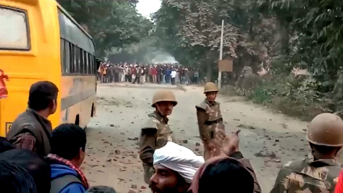 A protesting mob resorted to violence in Uttar Pradesh's Ghazipur area.