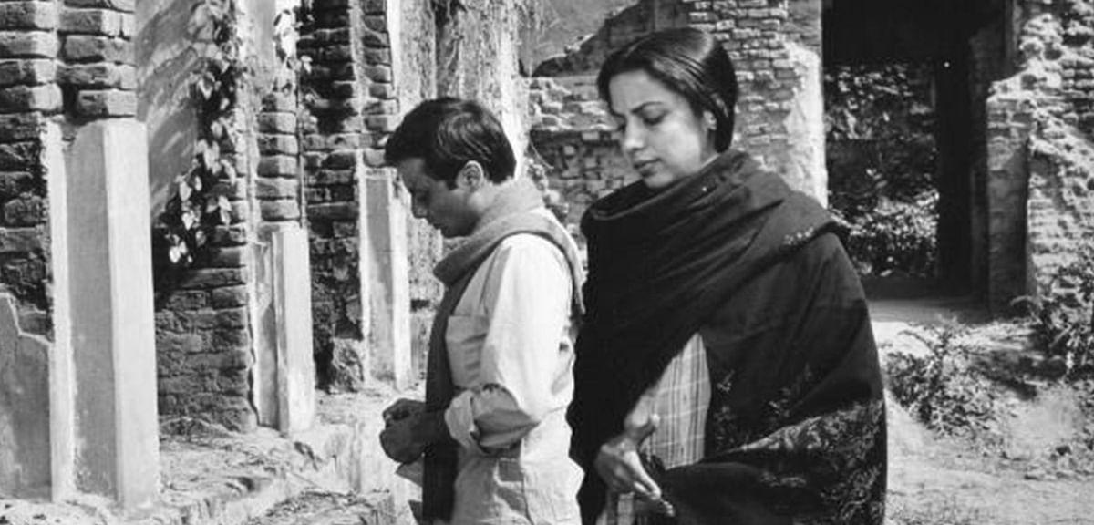 Shabana Azmi and Pankaj Kapur in <i>Khandhar</i>.