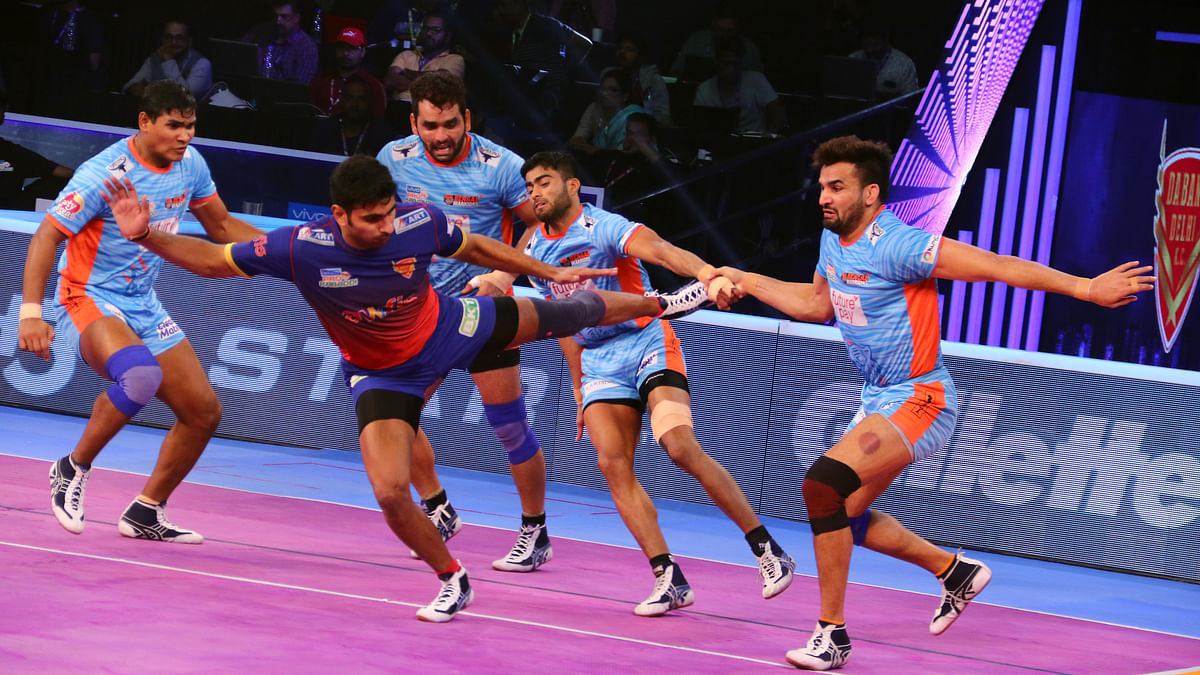 Dabang Delhi rode on a strong second half performance to hammer Bengal Warriors 39-28 in the second eliminator on Saturday.