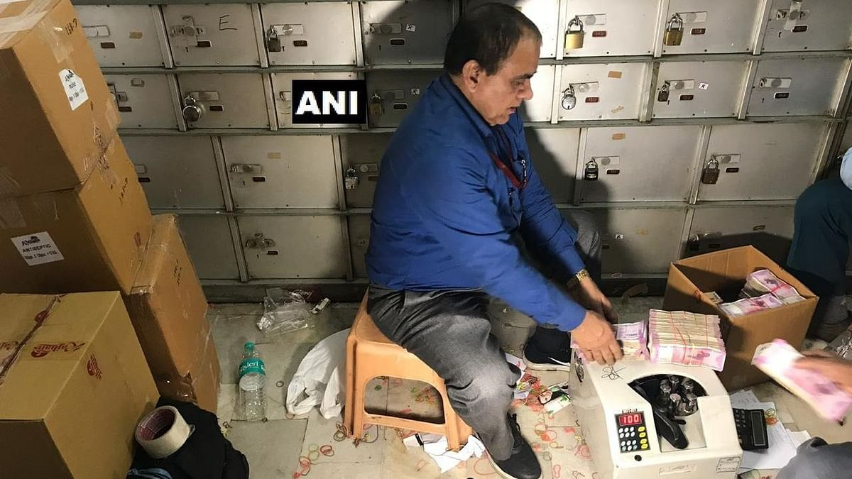 The I-T Department unearths unaccounted cash from private vaults located in Delhi's Chandni Chowk.