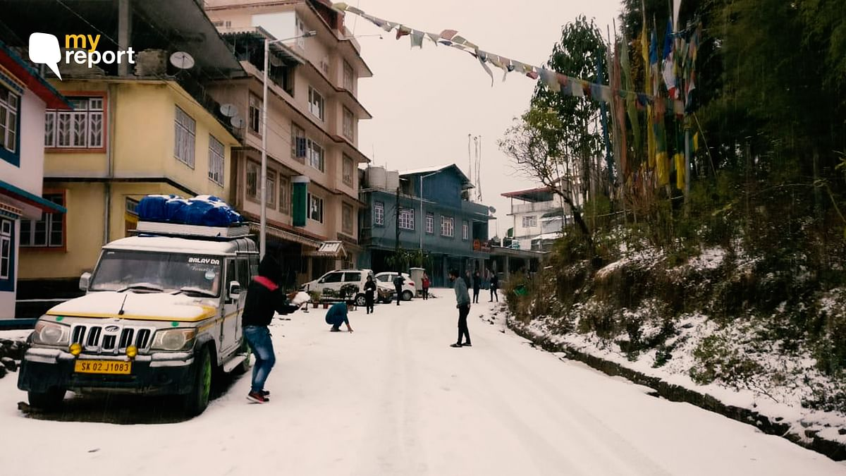 It's Snowing in Darjeeling and Sikkim After 10 Years!
