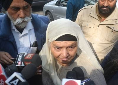 New Delhi: Jagdish Kaur, one of the prime witnesses in the 1984 anti-Sikh riot case, talks to the media at the Delhi High Court, on Dec 17, 2018. The court on Monday held Sajjan Kumar and five others guilty in a 1984 anti-Sikh riot case and sentenced the Congress leader to imprisonment for the remainder of his natural life. The court asked Sajjan Kumar to surrender by December 31. (Photo: IANS)